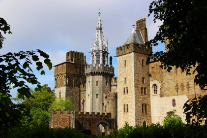 Gellir gweld y sawl ychwanegiad sydd wedi'i wneud i waliau'r castell dros y blynyddoedd.