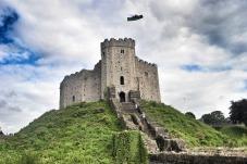 Y castell Caerdydd gwreiddiol a adeiladwyd gan y Normaniaid.